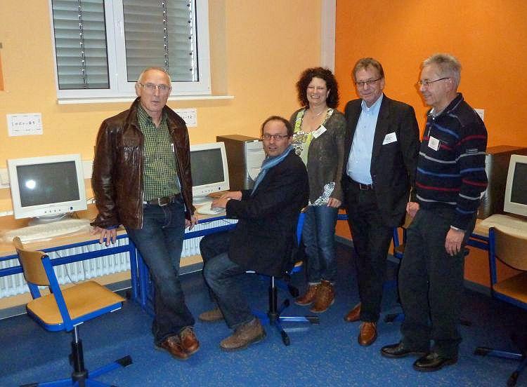 Bei der vorstellung des computerraumes von links horst liebmann 1